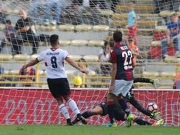 Il gol di Giovanni Simeone. Ansa