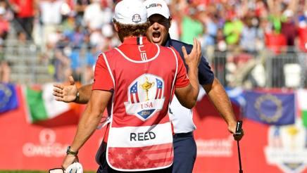 Patrick Reed, di spalle, esulta dopo il successo su McIlroy. Reuters