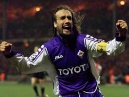Gabriel Omar Batistuta con la maglia della Fiorentina nel 1999. Reuters