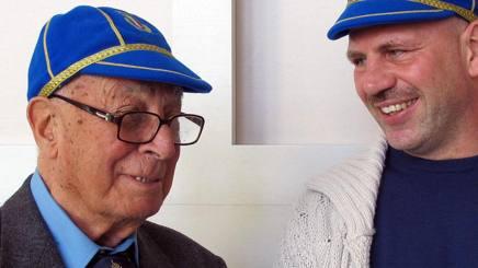 Silvano Tartaglini con Alessandro Troncon (Destra) durante la cerimonia di consegna dei cap, organizzata dalla Federugby ANSA