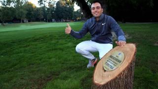 Francesco Molinari celebra la sua vittoria del 73�open d'Italia , qui in posa di fianco alla targa celebrativa  SCACCINI