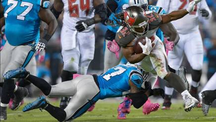 Jacquizz Rodgers, running back di Tampa Bay, nel Monday Night vinto in casa dei Panthers . Afp
