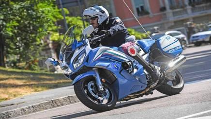 La Yamaha FJR 1300 con i colori della Polizia stradale