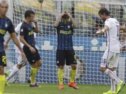 Mauro Icardi si dispera dopo il rigore sbagliato. Ap