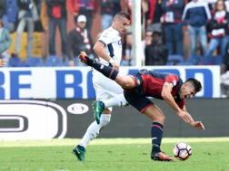 Scontro di gioco tra Krunic (Empoli) e Simeone (Genoa). Lapresse