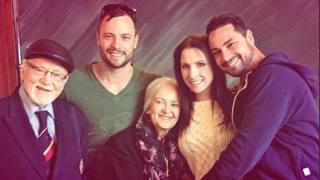 Oscar Pistorius  in una foto di famiglia con la nonna, morta a 93 anni