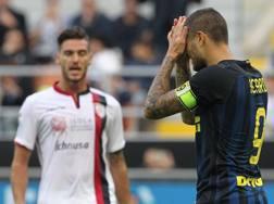 Icardi si dispera dopo il rigore sbagliato col Cagliari domenica. Getty