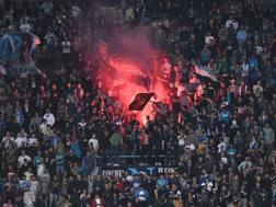 I tifosi del Napoli durante la sfida di Champions col Besiktas al San Paolo. Lapresse