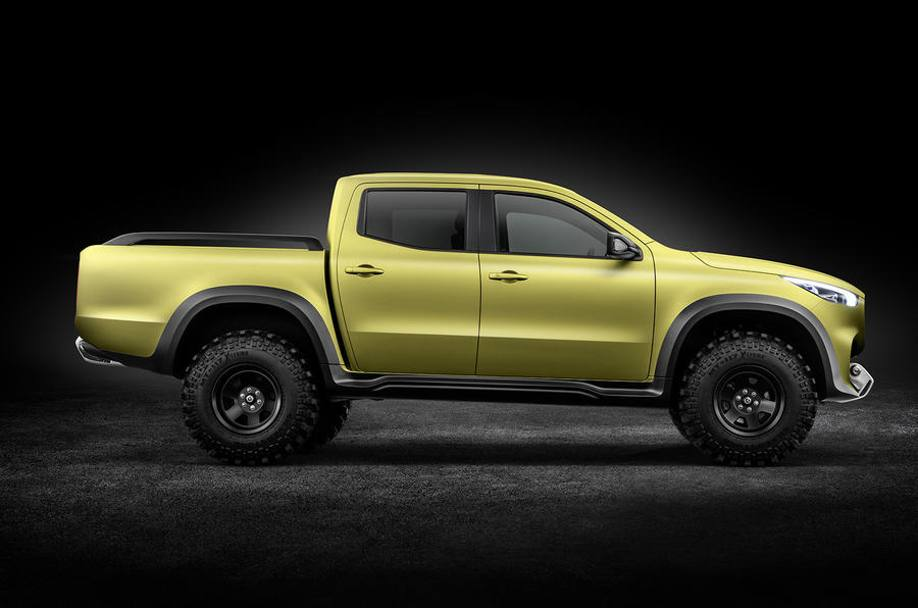 Mercedes ha presentato il pick-up premium X-Class