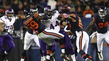 Matt Asiata, running back di Minnesota, fermato dalla linea difensiva dei Chicago Bears AFP