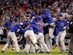 Il momento della festa: I Cubs in trionfo a Cleveland