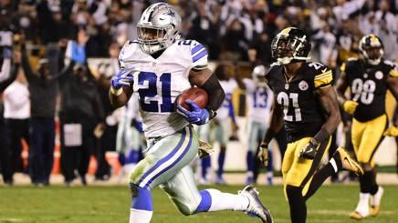 Ezekiel Elliott vola per il TD decisivo dei Cowboys. Ap