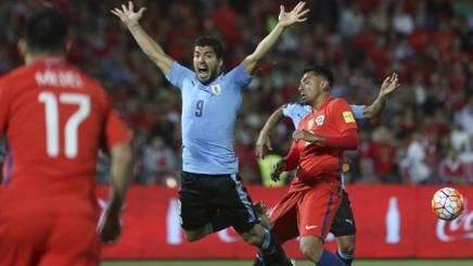 Sudamerica, Cile in rimonta sull'Uruguay. Suarez litiga, Sanchez vola