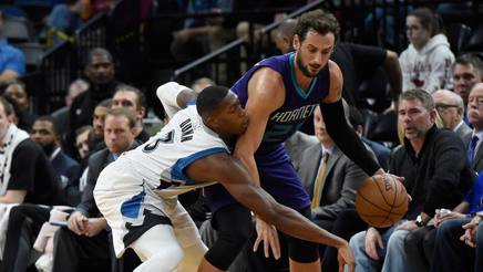 Nba, Belinelli brilla con gli Hornets. Riscatto Lakers. E i Bulls asfaltano Portland
