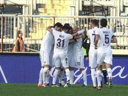 L'esultanza viola: la Fiorentina è passata 4-0 al Castellani. Ansa
