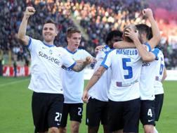 Festa Atalanta dopo il gol di Masiello. Ansa