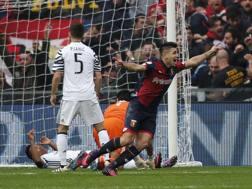 Giovanni Simeone esulta dopo il gol del 2-0. LaPresse