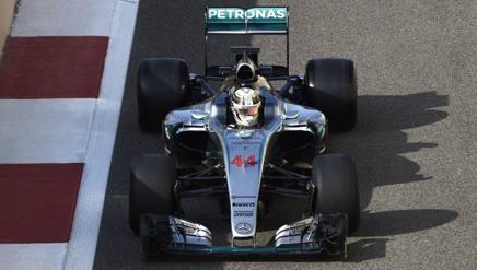 Pochi giri per Lewis Hamilton con le gomme Pirelli 2017 più larghe
