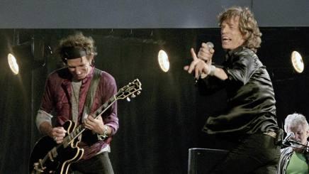 A destra Mick Jagger, 67 anni, e Keith Richards, 72, fondatori dei Rolling Stones, nel 1962. Reuters