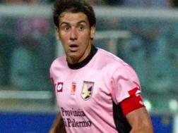 Lamberto Zauli, 45 anni, qui in maglia rosanero. Omega