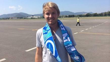 Nico Rosberg con la sciarpa del Napoli