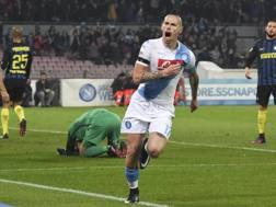 Marek Hamsik esulta dopo il 2-0. Ansa
