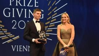Max Verstappen, 19, premiato personaggio dell'anno e per il sorpasso . Epa