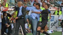 Silvio Baldini e il calcio a Mimmo Di Carlo. LaPresse