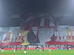 La coreografia dei tifosi del Milan nel derby contro l'Inter. Ciamillo