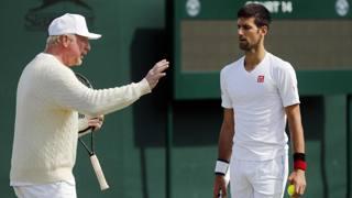 Boris Becker, in total white, istruisce il suo pupillo a Wimbledon. Ap