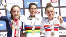 Elisa Balsamo, 18 anni, sul podio di Doha con la maglia iridata. Bettini