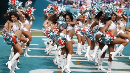 Le cheerleader dei Miami Dolphins sono scelte con provini  in 5 nazioni diverse. Ap