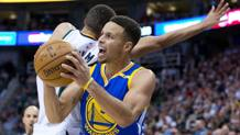 Steph Curry ha chiuso con 26 punti. Reuters