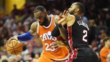 LeBron James contro Wayne Ellington REUTERS