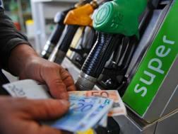 Il petrolio in rialzo ha già fatto aumentare i prezzi del carburante. Ansa