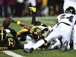 Lo straordinario touch down di Antonio Brown, ricevitore degli Steelers, a 9 secondi dalla fine AFP