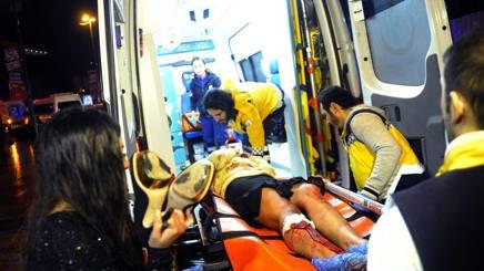 Ambulanze che portano via alcuni dei  69 feriti di cui alcuni  molto gravi