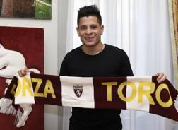 Juan Iturbe, 23 anni, firma il suo nuovo contratto con il Torino