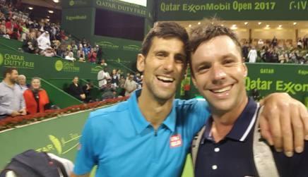 Novak Djokovic, n°2 al mondo, nel selfie chiestogli da Zeballos, il giocatore che ha battuto
