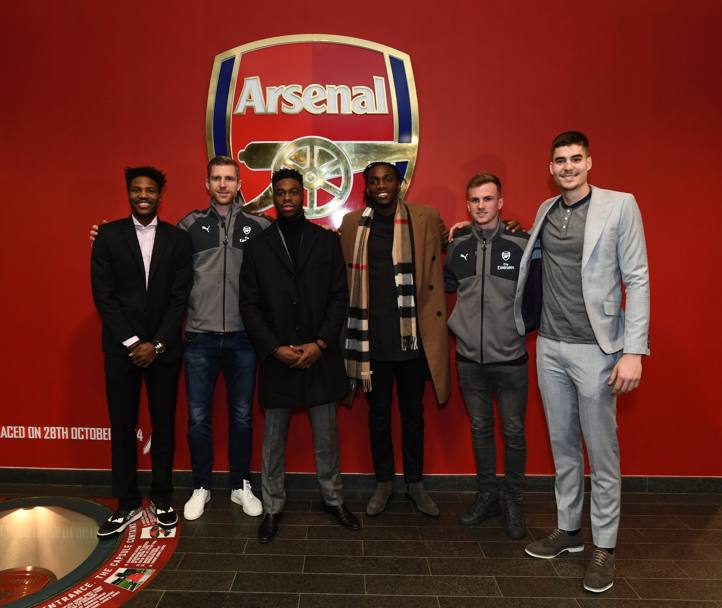 Malik Beasley, Emmanual Mudiay, Kenneth Faried e Juan Hermangomez ei Denver Nuggets assieme a Per Mertesacker, Hector Bellerin e Rob Holding dell'Arsenal (Getty Images)