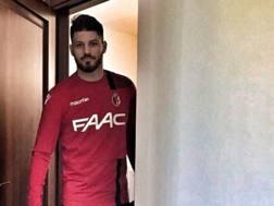 Bruno Petković, 22 anni, entra per la prima volta nello spogliatoio del Bologna