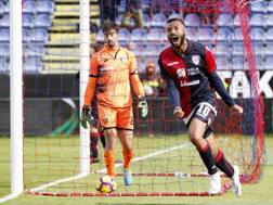 L'esultanza di Joao Pedro dopo il 2-1. Ansa