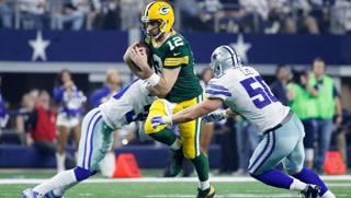 Aaron Rodgers, 33 anni, quarterback dei Green Bay Packers, nella gara di playoff vinta 34-31 a Dallas domenica AFP