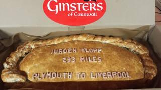 La torta ordinata dal club per accogliere Klopp, allenatore del Liverpool