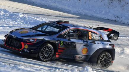 Thierry Neuville in azione a Montecarlo. Afp