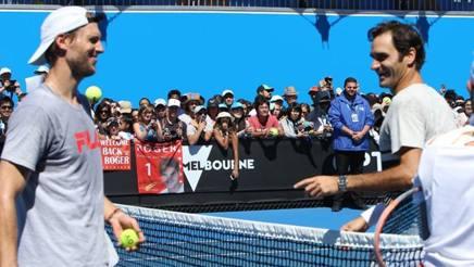 Andreas Seppi si allena con Federer davanti a un mare di tifosi