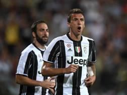 Higuain e Mandzukic faranno parte del super attacco Juve contro la Lazio. Getty