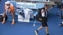 Andy Murra saluta Melbourne, con Mischa Zverev ancora felicemente inmcredulo. Ap