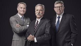 La nuova F1 sarà gestita da Carey (al centro), Brawn (a destra) e Bratches