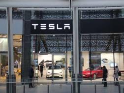 Lo show room Tesla inaugurato a Milano